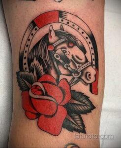 Фото рисунока тату с подковой 22.07.2021 №421 - drawing tattoo horseshoe - tatufoto.com