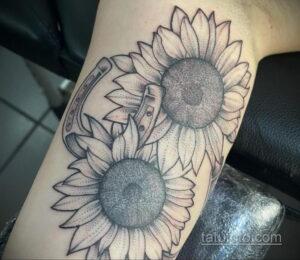 Фото рисунока тату с подковой 22.07.2021 №475 - drawing tattoo horseshoe - tatufoto.com