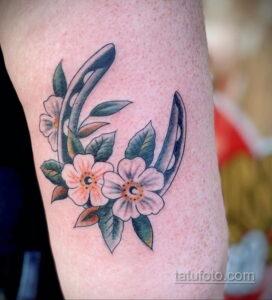 Фото рисунока тату с подковой 22.07.2021 №515 - drawing tattoo horseshoe - tatufoto.com
