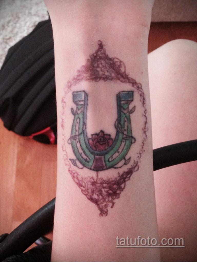 Фото рисунока тату с подковой 22.07.2021 №648 - drawing tattoo horseshoe - tatufoto.com