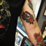 Фото рисунока тату с подковой 22.07.2021 №656 - drawing tattoo horseshoe - tatufoto.com