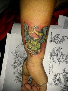 Фото рисунока тату с подковой 22.07.2021 №687 - drawing tattoo horseshoe - tatufoto.com