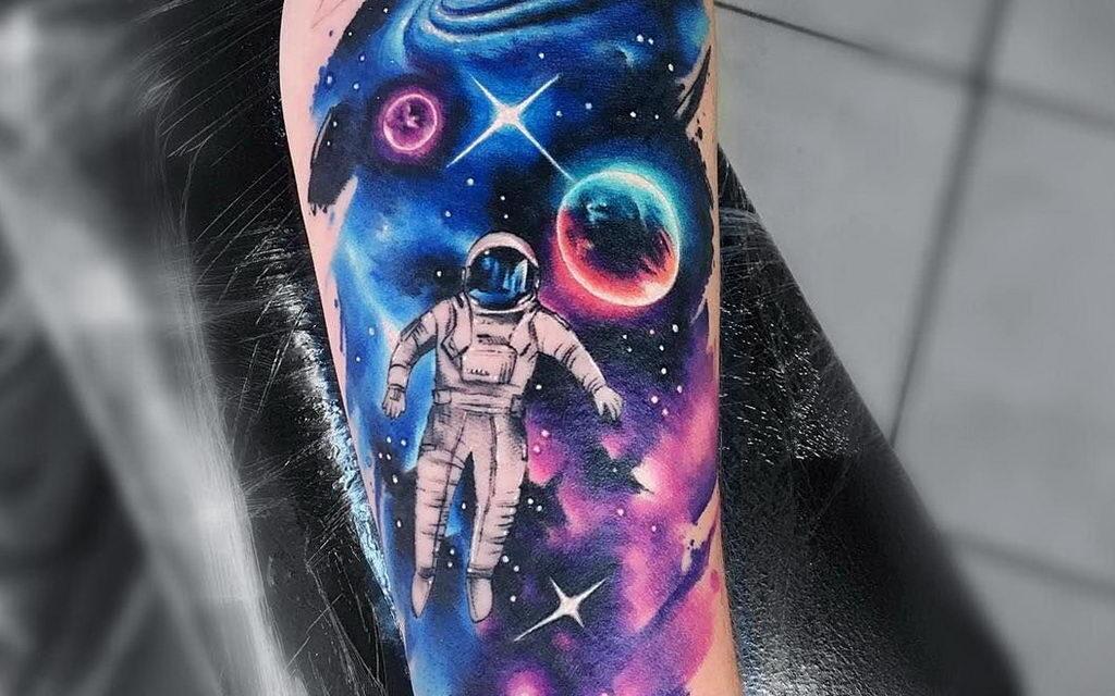 Фото тату про космос к первому совместному полету двух космических кораблей «Союз-19» и «Аполлон» — 15 июля