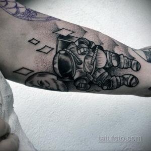 Фото тату астронавт 17.07.2021 №236 - astronaut tattoo - tatufoto.com