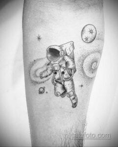 Фото тату астронавт 17.07.2021 №243 - astronaut tattoo - tatufoto.com
