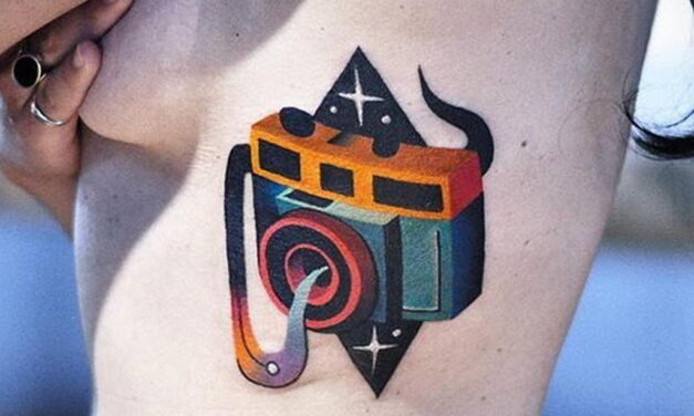 Татуировки с фотоаппаратом в День фотографа – 12 июля