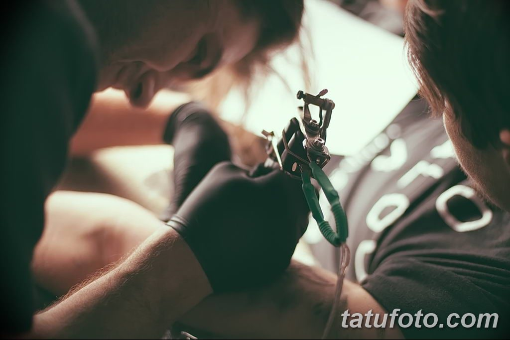 фото процесса нанесения тату 07.12.2018 №102 - tattooing process - tatufoto.com